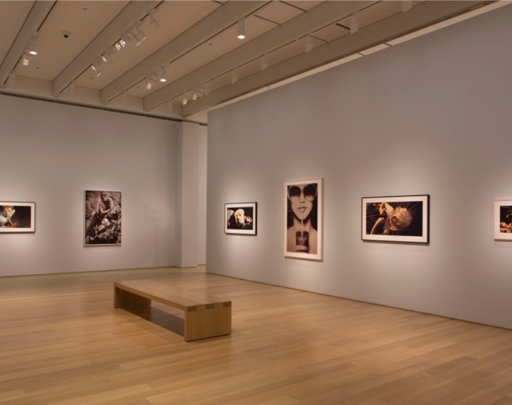 Modern Contemporary Art Gallery with Object lighting at 2850K & wall lighting at 3000K